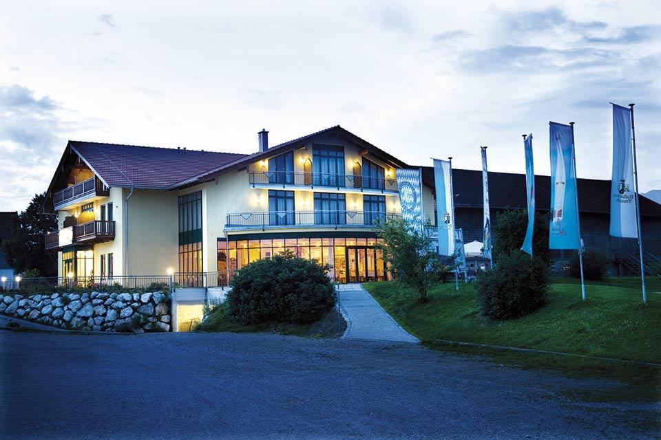 Das Clubhaus lädt nach der Runde zu einer kleinen Pause und einem gemütlichen Drink ein. (Quelle: GC Berchtesgadener Land)