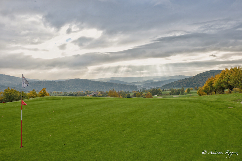 Der Golfclub Dillenburg lädt zu einer traumhaften Golfrunde ein. (Quelle: Andreas Rogocz)