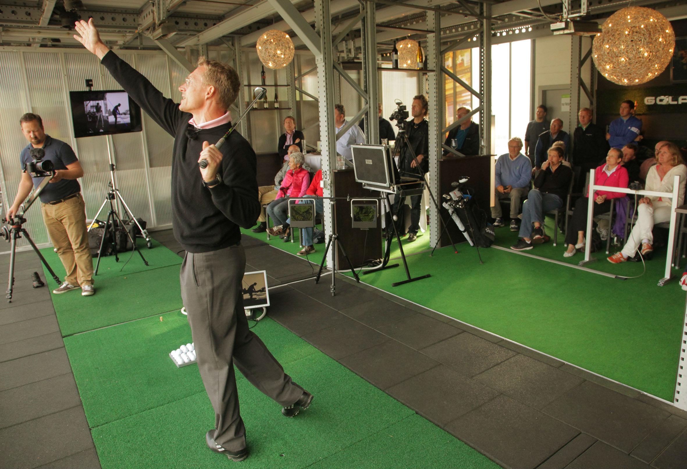 Gemeinsam lernt man mehr. Gruppentraining in der Golf Lounge. (Foto: Golf Lounge Hamburg)