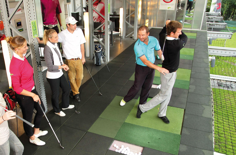 Zusehen und Lernen. Fachkundige Pros zeigen die beste Technik. (Foto: Golf Lounge Hamburg)