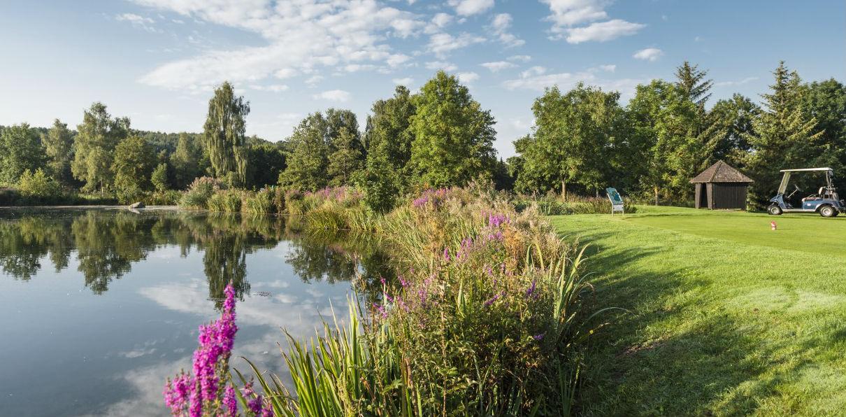 Ein Weier ist sehr schön angelegt, kann dem Golfer aber das Leben schwer machen. (Foto:GC Öschberghof)