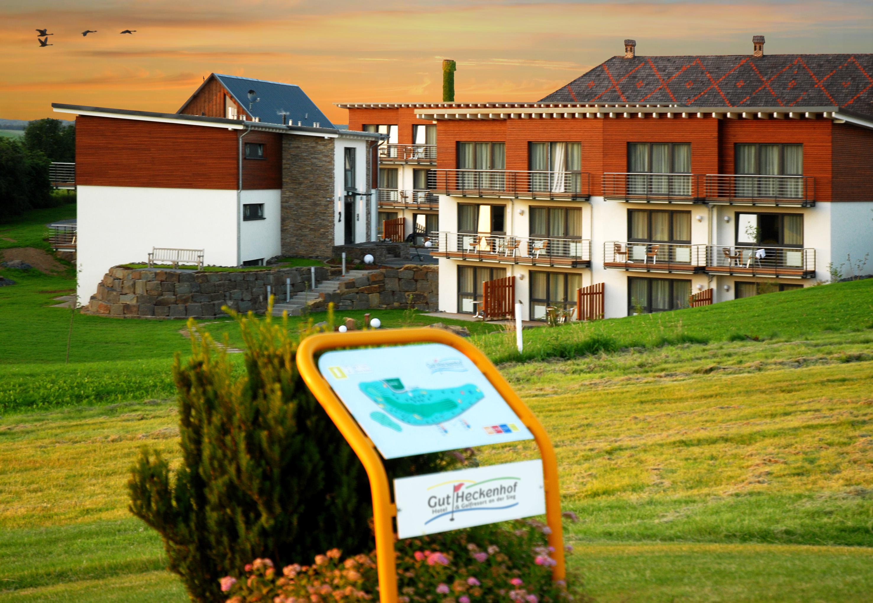 Das dazugehörige Hotel bietet Golfern eine platznahe Unterkunft. (Foto: Gut Heckenhof)