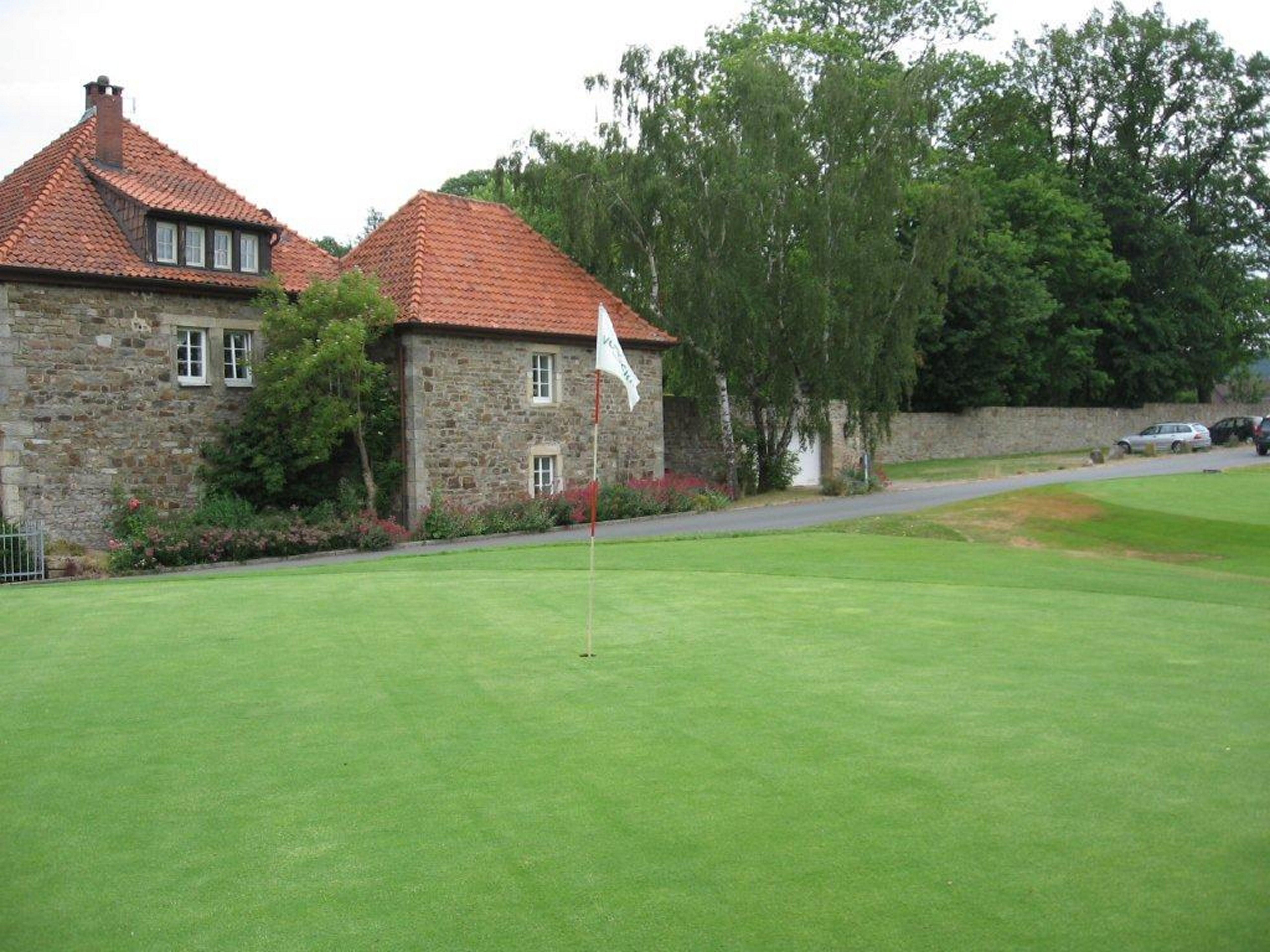 Impressionen vom Golfclub Schloss Schwöbber. (Quelle: Hamelner Golfclub Schloss Schwöbber)