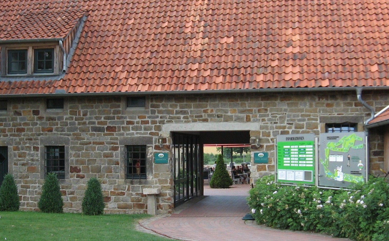 Herzlich willkommen im Schloss Schwöbber. (Quelle: Hamelner Golfclub Schloss Schwöbber)