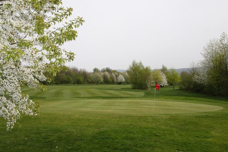 Der Golfpark Trages bietet einen 18-Loch Championsplatz in traumhafter Natur. (Foto: Golfpark Trages)
