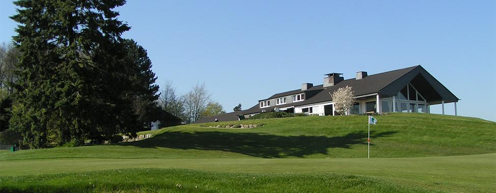 Grün 9 mit Blick auf das Clubhaus (Foto: GC Hubbelrath)