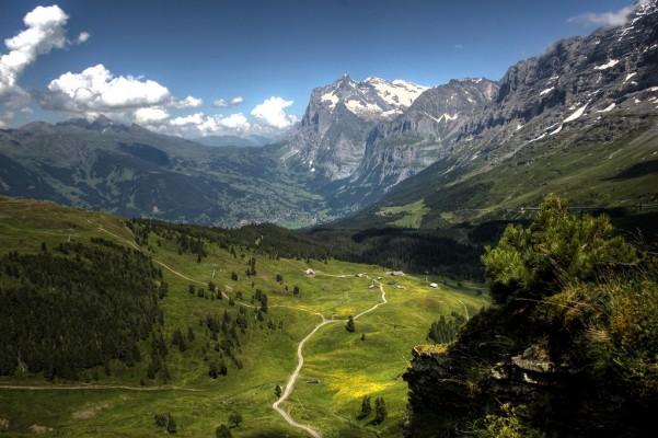 <h2>Wanderwege so weit das Auge reicht</h2> Die Region bietet so viele Wanderwege, dass man immer wieder neue Pfade entdeckt (Foto: flickr).