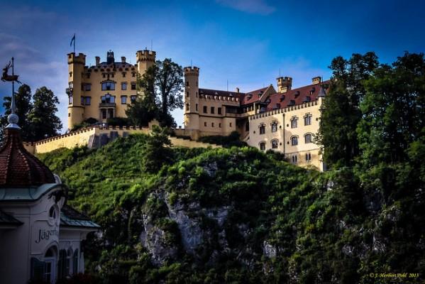 <h2>Burg Hohenschwangau</h2> Das Schloss diente der königlichen Familie als Sommerresidenz (Foto: flickr).