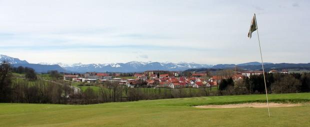 <h2>Das Golfzentrum Lenzfried in Kempen</h2> Spielen Sie eine Runde mit herrlicher Aussicht auf die Allgäuer Alpen (Foto: s.schöttl).