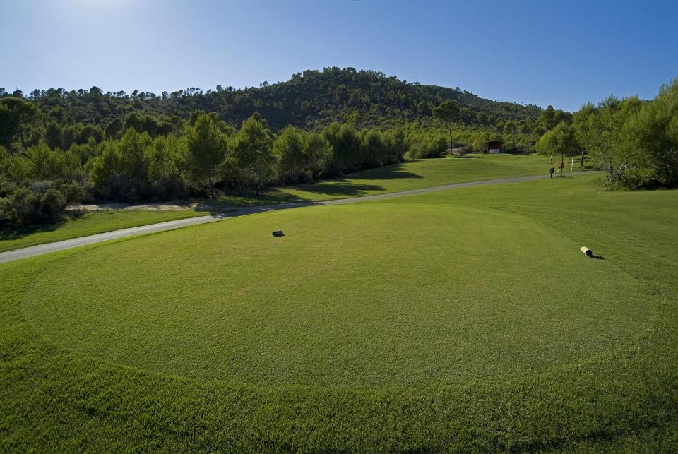 Da für die Pflege der Golfplätze viel Aufwand betrieben wird, ist für eine Golfrunde die Verwendung von Softspikes notwendig. (Foto: Arabella Son Quint)