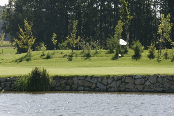 <h2>Mercedes Benz Golf Course</h2>