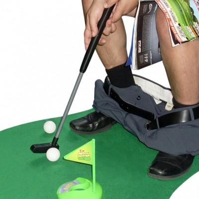 das-ultimative-golfset-fur-die-toilette1