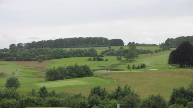 Die leicht hügelige Anlage verspricht eine sportliche Golfrunde. (Foto: GC Dreibäumen)