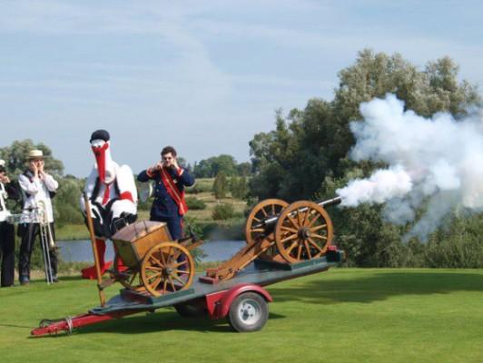 kanonenstart-beim-turnier-golf-gegen-rechts-2012