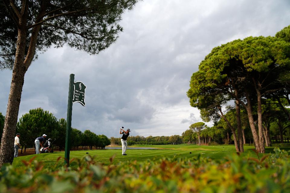 <h2>Sultan oder Pasha?</h2>  Eine Alternative stellen die beiden Kurse im Antalya Golf Club dar, der sich etwa fünf Kilometer von Belek entfernt befindet. Der Pasha Kurs ist Gegensatz zum Sultan Kurs (über 6000 Meter) nur 5731 Meter lang, wartet dafür jedoch mit zahlreichen Hindernissen auf.   <br>(Foto: Getty)