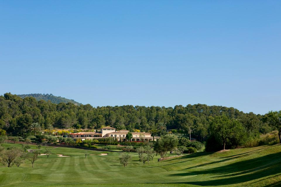Direkt anliegend befindet sich die Arabella Golf Academy, bei der alle Golfer bei Bedarf an ihrem Schwung pfeilen könnt. (Foto: Arabella Golf Son Muntaner)