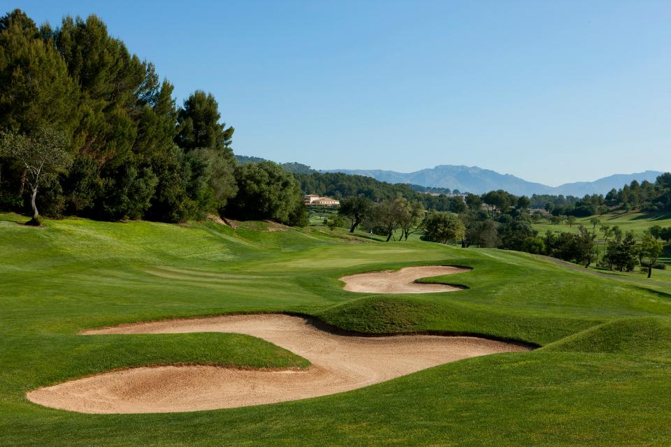 2000 wurde der 6266 Meter lange Par 72 Golfkurs eröffnet. Für das Design ist der Golfplatz-Architekten Kurt Rossknecht verantwortlich. (Foto: Arabella Golf Son Muntaner)