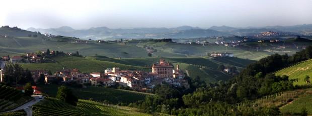 Das Städtchen Barolo liegt nicht auf einem Berg, sondern in einem Tal. Für die Gegend ist dies sehr ungewöhnlich. (Foto: Weihrauch)
