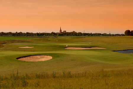 GolfCity verfügt auch über einen Kurzplatz an, auf dem erste Erfahrungen gesammelt werden können. (Foto: GolfCity)