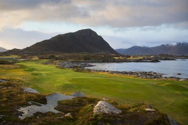 Lofoten-Golf-Links-1st_Kevin-Murray