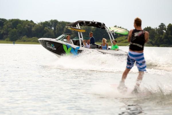 Wakeboarden – nur eines der zahlreichen Sportangebote am Fleesensee.