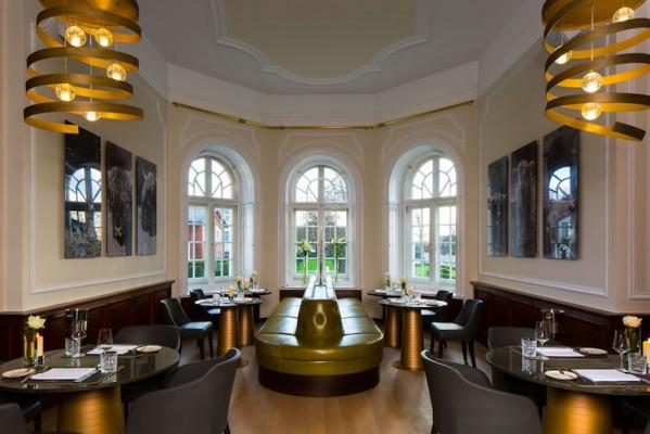 """Das Restaurant """"Blüchers"""" im Schlosshotel Fleesensee verwöhnt mit französischer Brasserie-Küche, veredelt mit regionalen Einflüssen."""