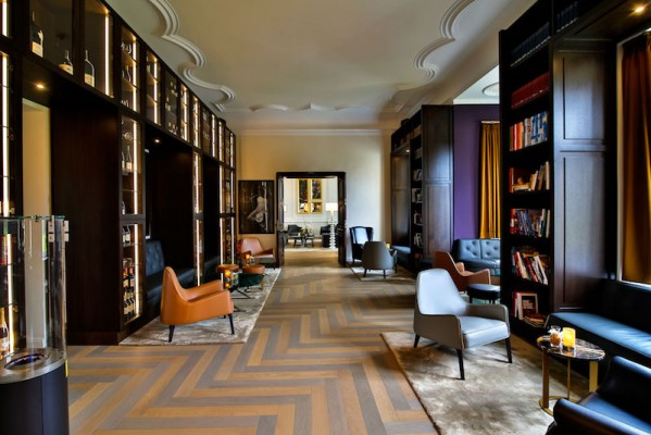 "Loungebereich ""Wine & Book"" Schlosshotel Fleesensee."