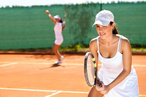 Das Hotel- und Sportresort Fleesensee beheimatet eine der größten Tennisanlagen in Mecklenburg-Vorpommern – 4 Innen- und 7 Außentennisplätze.