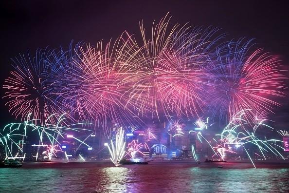 Mit Pauken und Raketen - Neujahrsgrüße von den Golfstars