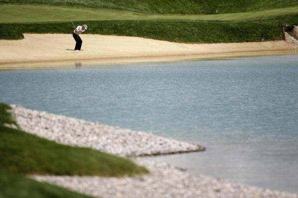 <h2>Golferisches Aushängeschild</h2> Türkisblaues Wasser und weißer Sand wie in der Karibik: Aushängeschild der Golfmöglichkeiten in und um Wien ist der Golfclub Fontana in Oberwaltersdorf, auf dem bereits die European Tour zu Gast war. (Foto: Getty)