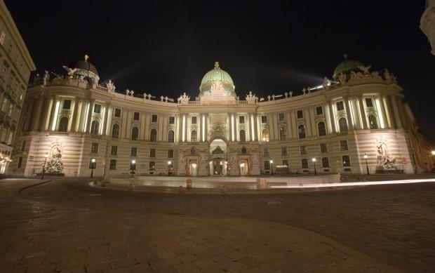 <h2>Hofburg</h2>Die prunkvolle Hofburg, der Mittelpunkt des ehemaligen Imperiums der Habsburger. Heute residiert dort der Bundespräsident des Landes, zudem gibt es einige Kunstsammlungen. (Foto: Getty)