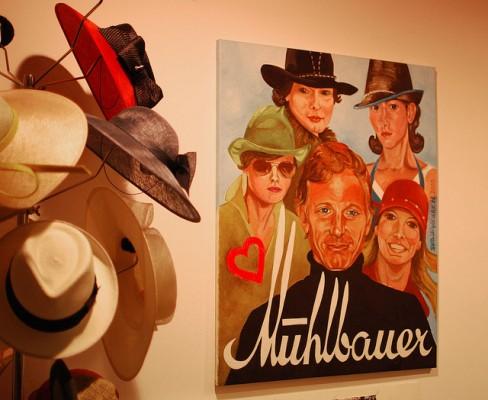 <h2>Mühlbauer Hutmanufaktur</h2>Die Mühlbauer Hutmanufaktur. Sogar Brad Pitt und Madonna kaufen dort ihre Kopfbedeckungen. Ein Wiener Traditionsbetrieb der inzwischen auch einen Shop in der Innenstadt betreibt. (Foto: Flickr @_windprincess)