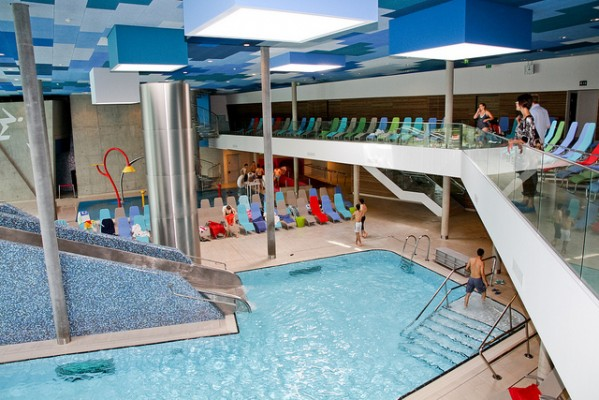 <h2>Wiener Therme</h2>Die Therme Wien als Tipp für Regentage. Im Jahr 2010 umgebaut ist sie mittlerweile mit 26 Wasserbecken und 24 Saunakabinen die größte Therme Österreichs. (Foto: Flickr @fsb-cologne)