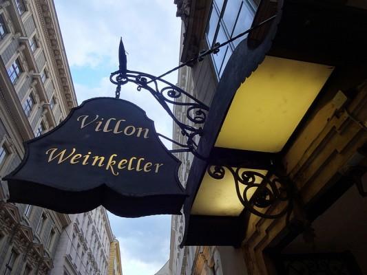 <h2>Wiener Weinkeller</h2>Die Wiener Weinkeller. Wein hat in Wien eine lange Tradition, daher laden alte Weinkeller mit speziellen Führungen zu einem Besuch ein. Ebenfalls ein Pflichtprogramm. (Foto: Flickr@alfredlexx66)