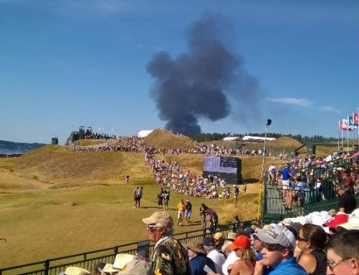 Rauch über Chambers Bay - US Open on Fire