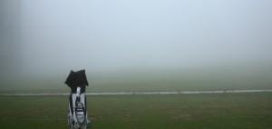 Kein Durchblick in Torrey Pines: Am Samstag konnten wegen des Nebels nur ein paar Minuten gespielt werden. (Foto: Getty)
