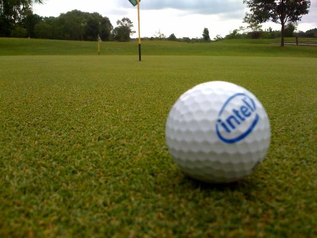 Golfball auf dem Putting-Green