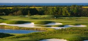 """Das Golf Resort Wittenbeck lockt - ohne zuviel zu versprechen - mit viel Wasser und """"schöner Aussicht"""". (Foto: Flickr/dennisborn)"""