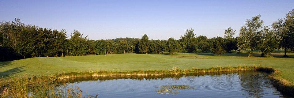 Ein Wasserhindernis aiuf dem Golfclub Föhr