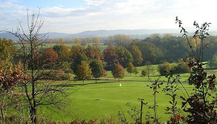 Ein idyllischer Blick auf den Golf Club Kronach