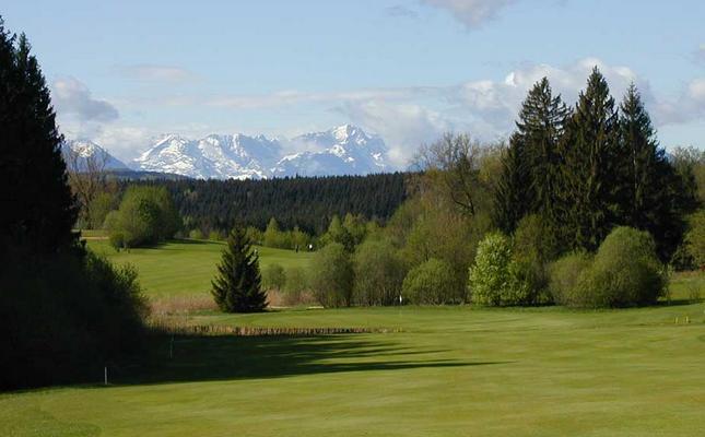 Der Golfplatz Iffeldorf bietet ein herrliches Alpenpanorama. (Foto: Golfplatz Iffeldorf)