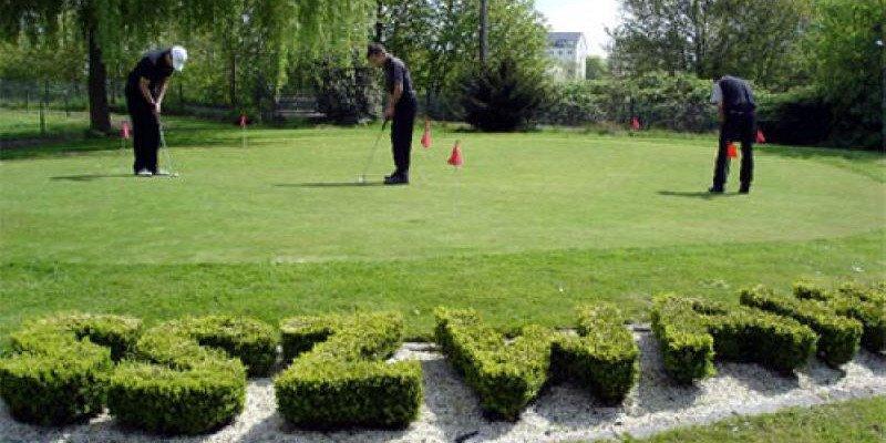 Blick auf das Puttinggreen des Golf Clubs Köln Wahn