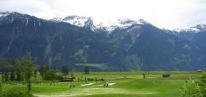 Wundervoller Ausblick auf das Alpenpanorama. Das ist Golf in Österreich. (Foto: Maedi, Flickr)