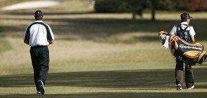 Dieser Golfer hat damit keinen Vertrag. Sein Caddie trägt das Bag. (Foto: Getty)