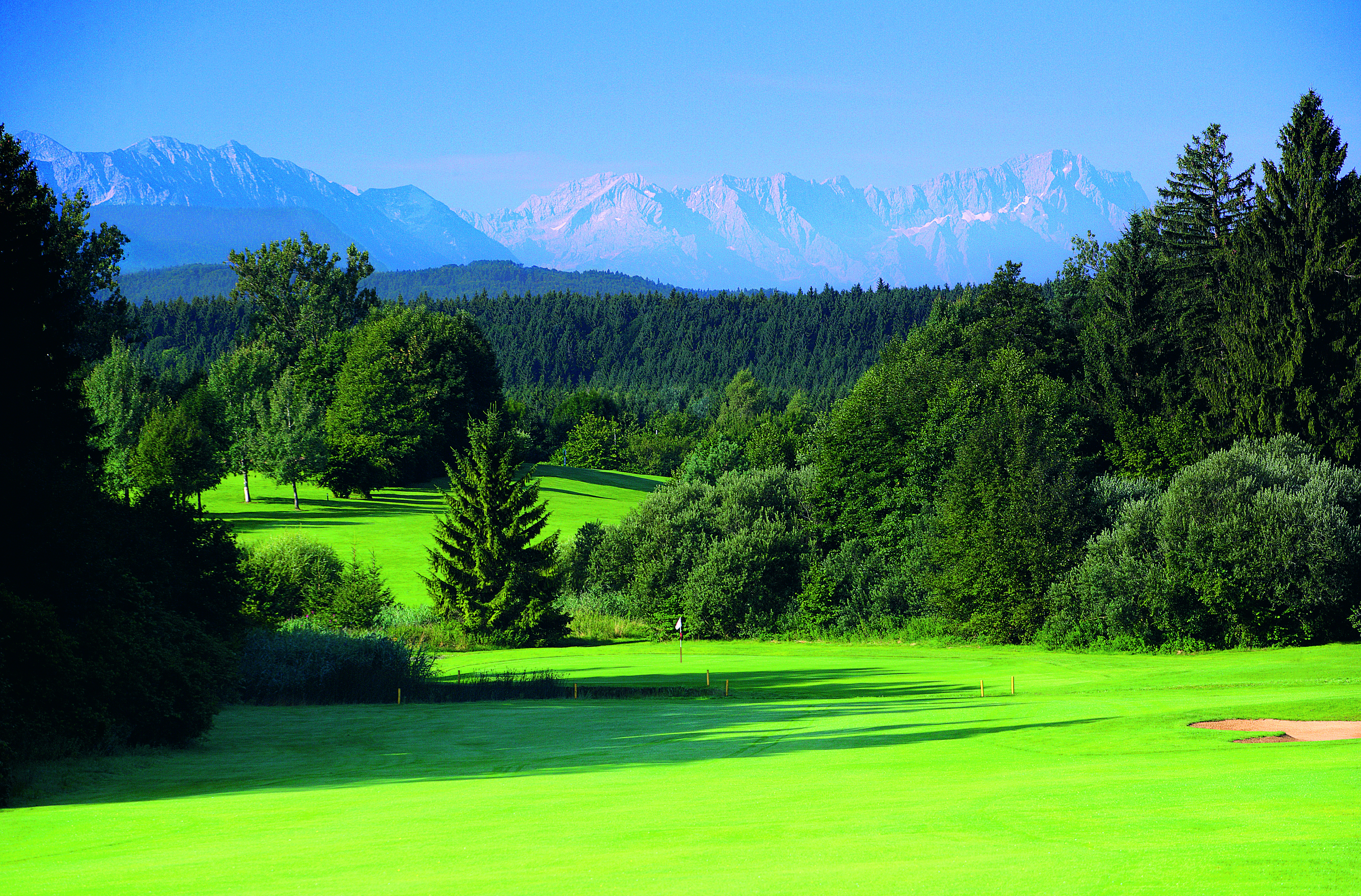Bei der Golf Post Weihnachtstombola könnt Ihr Euch die Feiertage noch etwas versüßen. Wir verlosen unter anderem Greenfee-Gutscheine für den Golfplatz Iffeldorf.