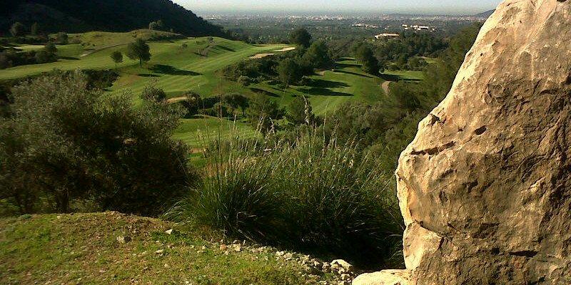 Golf Son Termens auf Mallorca zieht sich entlang des Gebirges (Foto: Quelle Elmar Schreiber)