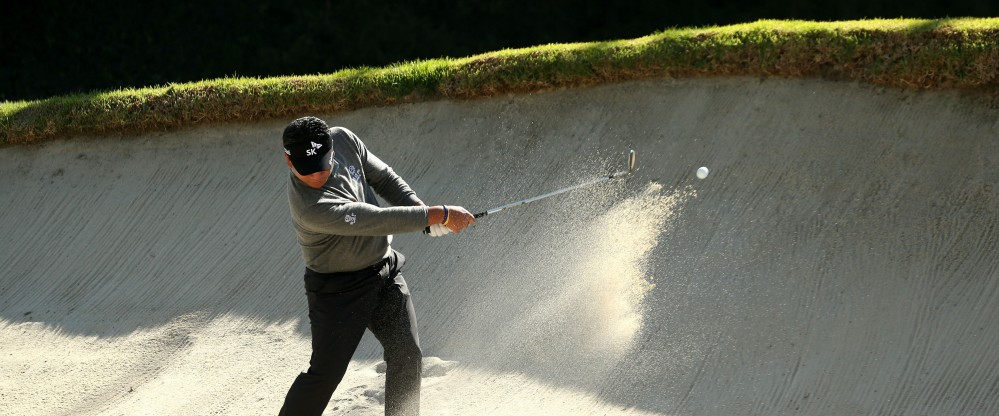 K.J. Choi trainiert am Strand? Fast. Der Altstar beendete die Northern Trust Open 2013 auf einem geteilten 33. Platz, nicht zuletzt ob der schwierigen Bunkerlage an Loch 12. Dieses Jahr will er es wieder weiter nach oben schaffen. (Foto: Getty)