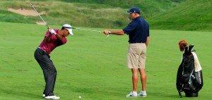 Tiger Woods beim Training mit seinem Caddie Steve Williams 2010. (Foto: Getty)