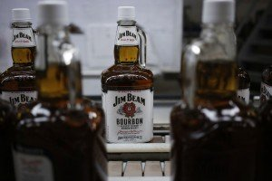 Bourbon und Vodka bieten sich zur Verfeinerung des klassischen Arnold Palmer an. (Foto: Getty)