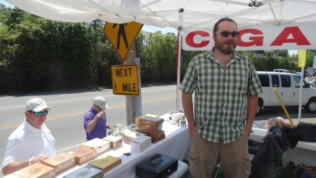 Clayton Smith an seinem Merchandising-Stand gegenüber des Augusta National. (Foto: Peter Auf der Heyde)